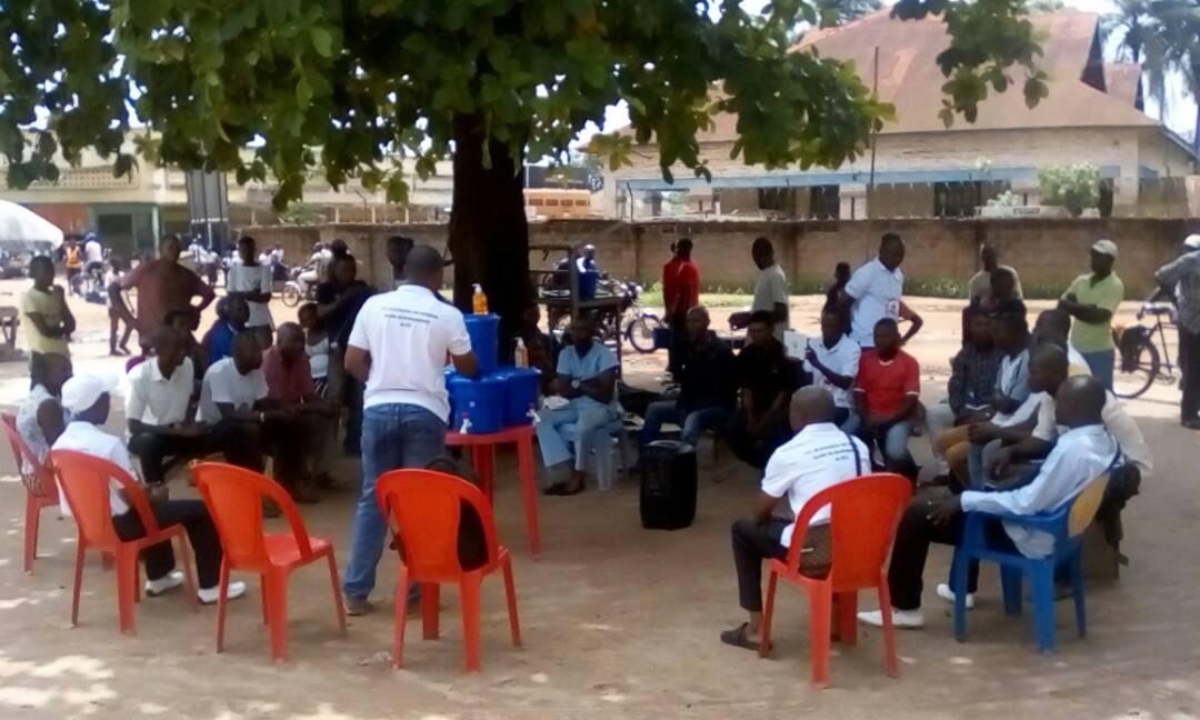 Ebola: Le gouvernement provincial et les ong locales de l'Equateur sensibilisent la population contre la propagation d'ebola. ( Peter GBIAKO/Radio Mwana)