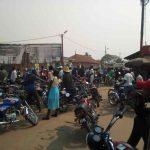 Des motocyclistes dans un parking en plein air au Kasaï CP:DR